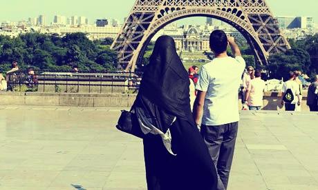 islamic couple paris honeymoon